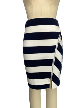Fashionable and good-looking skirt with thick stripe